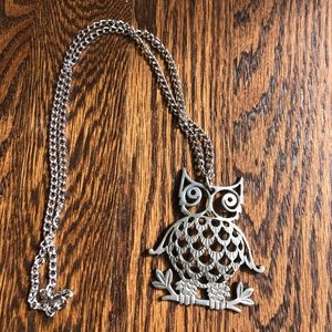 Jewelry - Cute long owl necklace ➰ very good condition